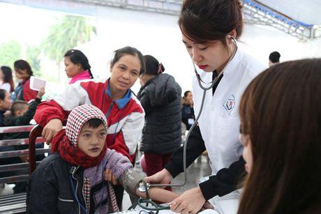 21 chuyen gia y te Benh vien Samsung kham chua benh mien phi tai Viet Nam - Anh 2