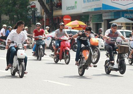 Ha Noi: Chan chinh giao thong phuc vu tet Nguyen dan Dinh Dau - Anh 1