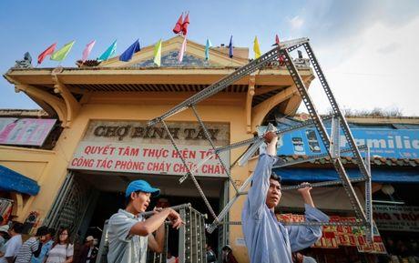 TPHCM dong cua cho Binh Tay de sua chua - Anh 11