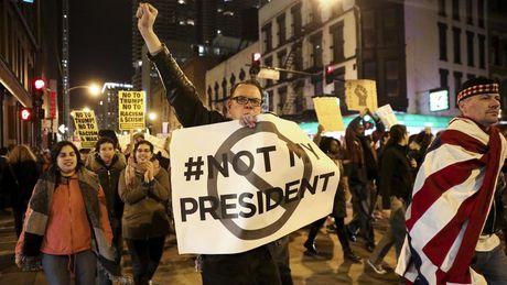 Sau bau cu, hang loat cac cuoc bieu tinh phan doi Trump - Anh 9