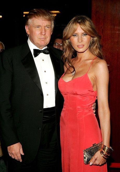 Vo chong Donald Trump dien do an y khi sanh doi - Anh 1