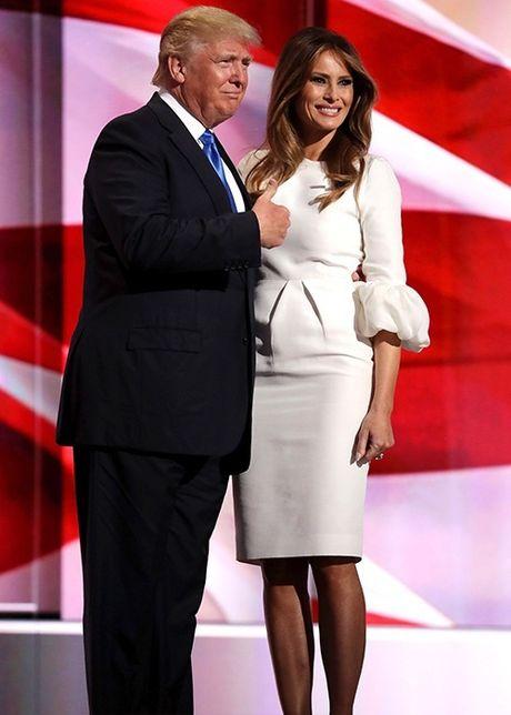 Vo chong Donald Trump dien do an y khi sanh doi - Anh 9