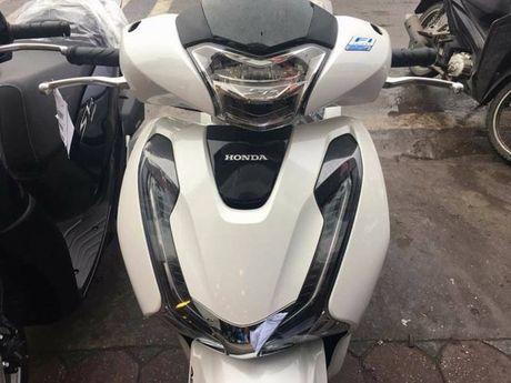 Honda SH 2017 co mat som, dai ly bao gia 102 trieu dong - Anh 4