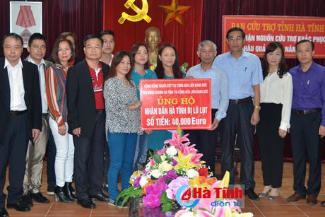 Cong dong nguoi Viet tai Duc den voi ba con vung lu Ha Tinh - Anh 1