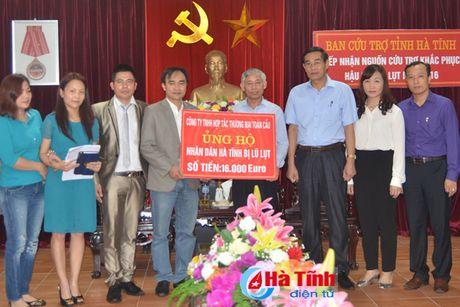 Cong dong nguoi Viet tai Duc den voi ba con vung lu Ha Tinh - Anh 2