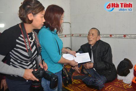 Cong dong nguoi Viet tai Duc den voi ba con vung lu Ha Tinh - Anh 6