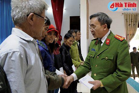 Cong dong nguoi Viet tai Duc den voi ba con vung lu Ha Tinh - Anh 7