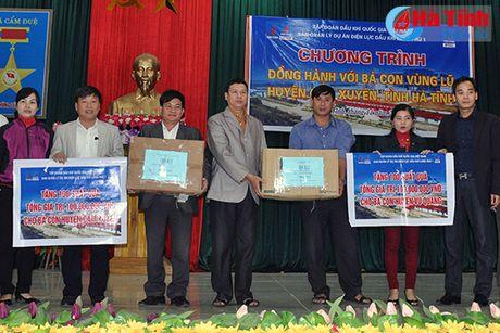 Cong dong nguoi Viet tai Duc den voi ba con vung lu Ha Tinh - Anh 9