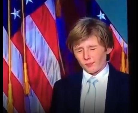 Cau ut cuc dien trai cua tan Tong thong Donald Trump - Anh 1