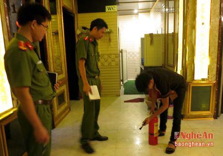 Do Luong: Kiem tra cong tac PCCC tai 24 diem kinh doanh karaoke - Anh 2