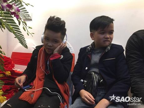 Nhat Minh duoc khan gia 'san don' trong lan dau di dien sau dang quang The Voice Kids 2016 - Anh 1