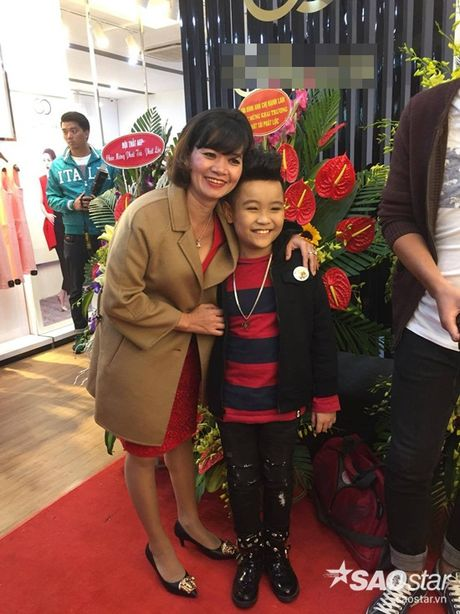 Nhat Minh duoc khan gia 'san don' trong lan dau di dien sau dang quang The Voice Kids 2016 - Anh 3
