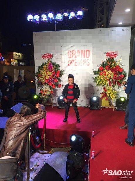 Nhat Minh duoc khan gia 'san don' trong lan dau di dien sau dang quang The Voice Kids 2016 - Anh 4