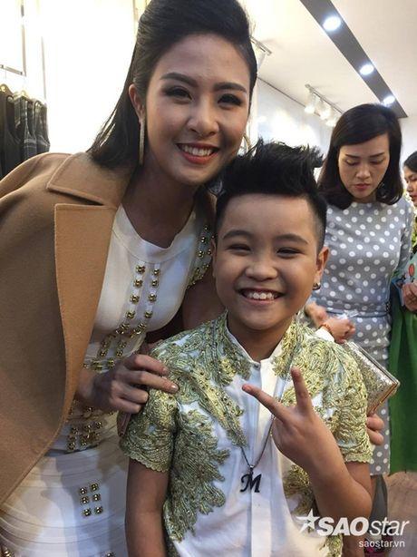 Nhat Minh duoc khan gia 'san don' trong lan dau di dien sau dang quang The Voice Kids 2016 - Anh 6