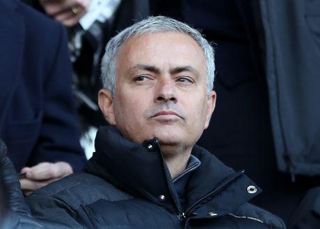 Mourinho dang bi... lam phan o M.U? - Anh 2