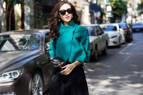 Top 10 Hoa hau VN Sai Huong Ly chia se bi quyet mac dep khi gio mua ve - Anh 1