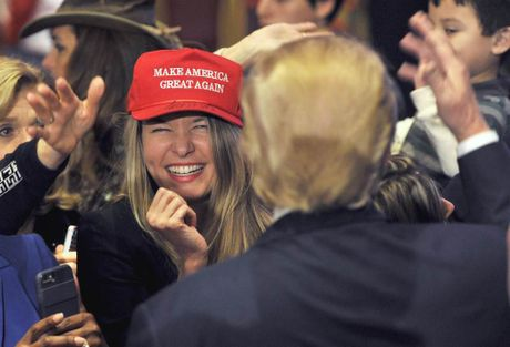 Nhieu nu cu tri My ung ho ong Trump bat chap nhung be boi ve phu nu - Anh 2