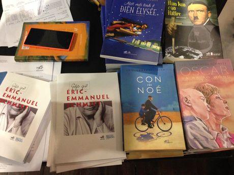 Nha van Phap Eric Emmanuel Schmitt: 'Van hoc la hanh lang dan ta vao giac mo' - Anh 1