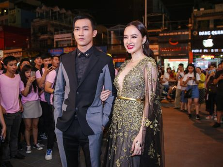 Angela Phuong Trinh mac goi cam sanh vai ben Vo Canh - Anh 2