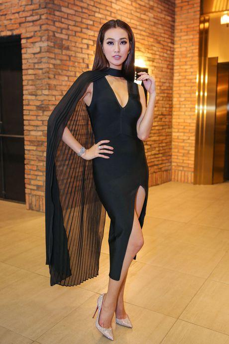 Angela Phuong Trinh mac goi cam sanh vai ben Vo Canh - Anh 5