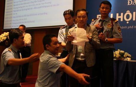 Truong Hoa Sen phan phao quyet dinh cua TP.HCM - Anh 1