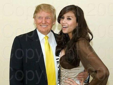 My nhan Viet hanh dien khoe anh chup cung Tong thong Donald Trump - Anh 1