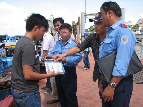 Tien Giang: Ra quan kiem tra, xu ly xe du, ben coc - Anh 1