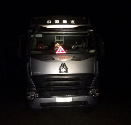 Binh Dinh: CSGT truy bat thanh nien trom xe dau keo trong dem - Anh 1