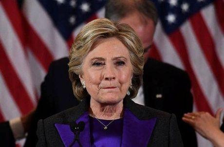 Cam dong dang sau bo do mau tim cua ba Hillary Clinton trong bai phat bieu sau that bai - Anh 1