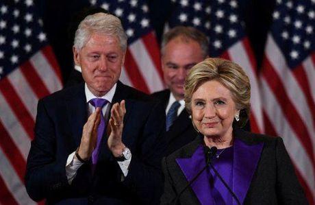 Cam dong dang sau bo do mau tim cua ba Hillary Clinton trong bai phat bieu sau that bai - Anh 2