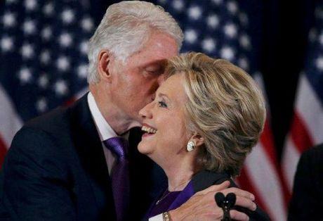 Cam dong dang sau bo do mau tim cua ba Hillary Clinton trong bai phat bieu sau that bai - Anh 4