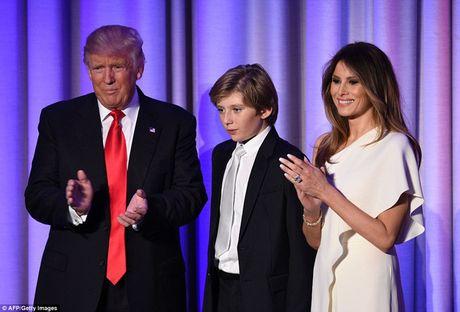 Giay phut ngot ngao cua ong Donald Trump ben gia dinh sau khi dac cu - Anh 4