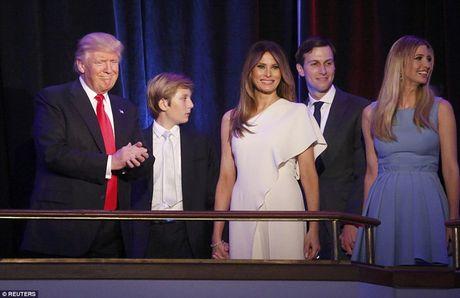 Giay phut ngot ngao cua ong Donald Trump ben gia dinh sau khi dac cu - Anh 7