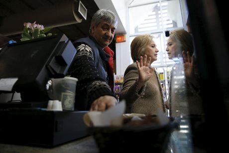 Nhung 'cung bac cam xuc' cua Hillary Clinton trong chien dich tranh cu - Anh 11