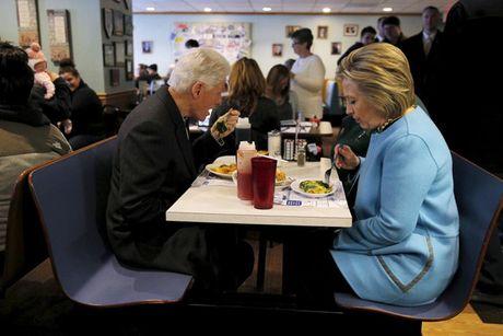 Nhung 'cung bac cam xuc' cua Hillary Clinton trong chien dich tranh cu - Anh 4