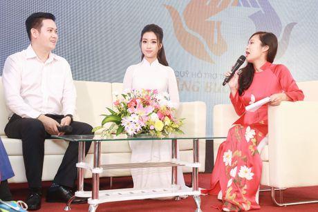 Hoa hau My Linh trao hoc bong cho 51 tan thu khoa dai hoc - Anh 2