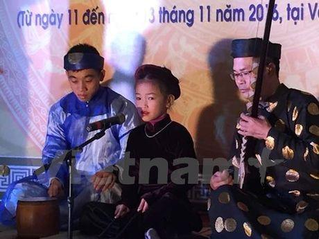 Co be 7 tuoi 'gay sot' tai Lien hoan Tai nang tre Ca tru Ha Noi - Anh 2