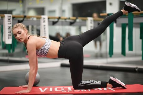 Loat anh tap gym nong bong cua thien than Victoria's Secret - Anh 6