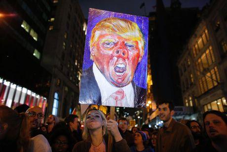 My: Lan song bieu tinh chong Trump van chua dung lai - Anh 1