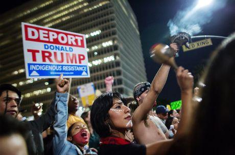 My: Lan song bieu tinh chong Trump van chua dung lai - Anh 5