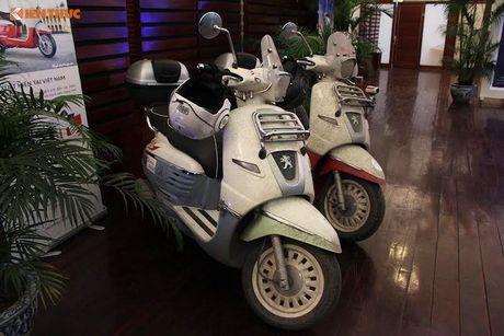 'Phuot' xe tay ga Peugeot 70 trieu tu Phap den Viet Nam - Anh 15