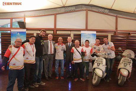 'Phuot' xe tay ga Peugeot 70 trieu tu Phap den Viet Nam - Anh 1
