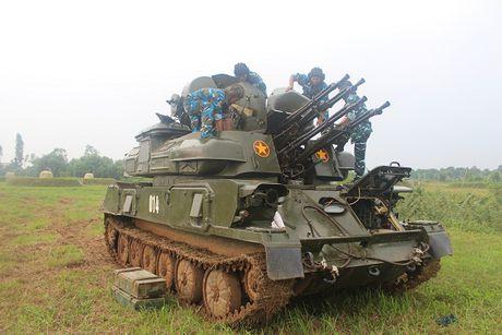 Phao tu hanh ZSU-23-4 Viet Nam dien tap ban may bay - Anh 1