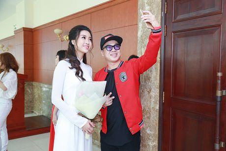 Hoa hau Do My Linh dep hut hon voi ao dai trang - Anh 11