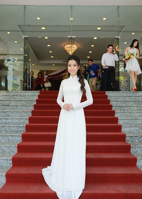 Hoa hau Do My Linh dep hut hon voi ao dai trang - Anh 12
