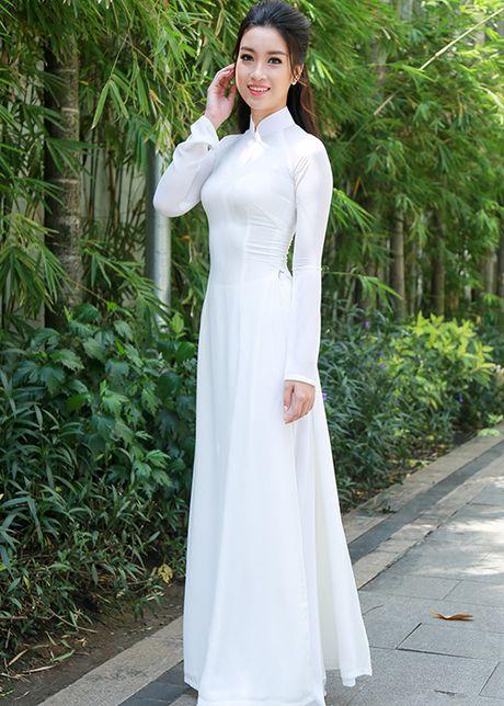Hoa hau Do My Linh dep hut hon voi ao dai trang - Anh 13