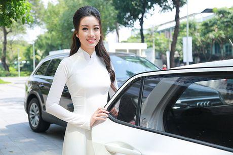 Hoa hau Do My Linh dep hut hon voi ao dai trang - Anh 14