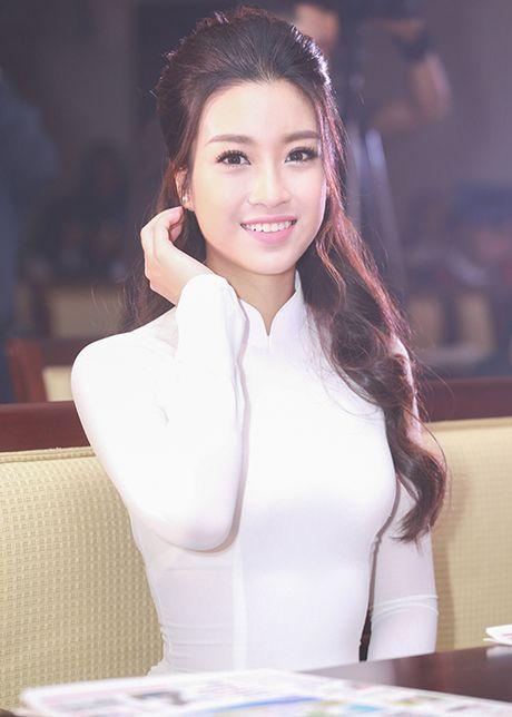 Hoa hau Do My Linh dep hut hon voi ao dai trang - Anh 4