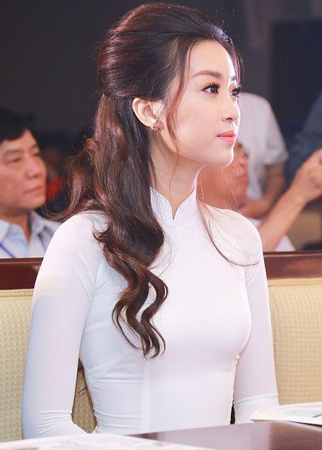 Hoa hau Do My Linh dep hut hon voi ao dai trang - Anh 5