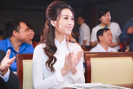 Hoa hau Do My Linh dep hut hon voi ao dai trang - Anh 6